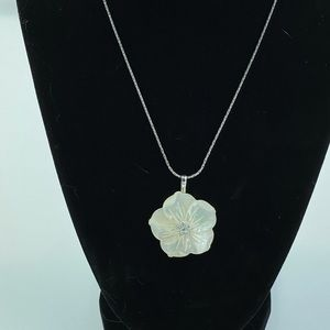 Jewelry - Cookie Lee Floral Necklace